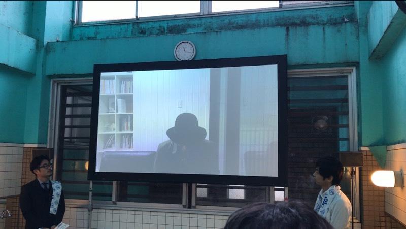 伊勢谷友介さんからのビデオメッセージが放映されている写真