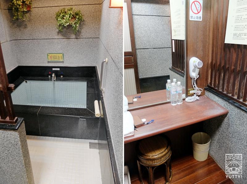 四重渓温泉 清泉日式温泉旅館「日式湯屋」の湯船と化粧台の写真
