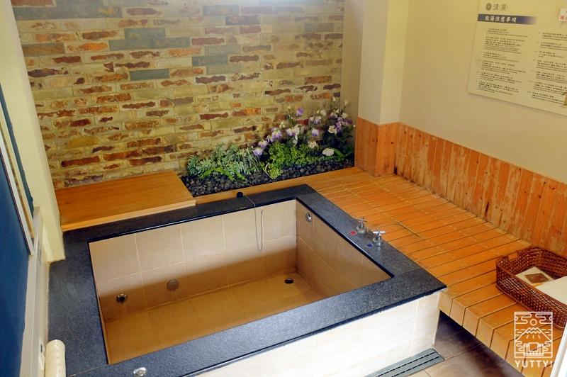 四重渓温泉 清泉日式温泉旅館の新館「日式湯屋」の湯船の写真