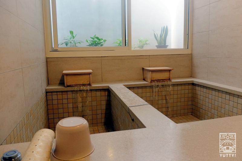 四重渓温泉 清泉日式温泉旅館の和室にある貸切温泉の写真