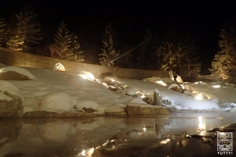 十勝川温泉第一ホテル「森の清流・滝壺の湯」の夜の写真