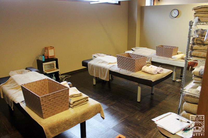 静岡天然温泉 おふろcafe bijinyu 美肌湯  のトリートメントサービスそ行う部屋の写真