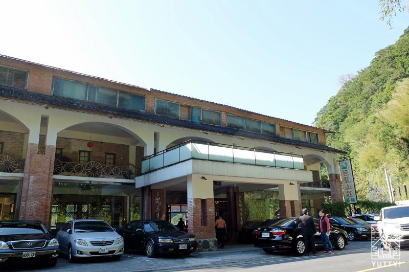 巨龍山荘温泉会館の外観の写真