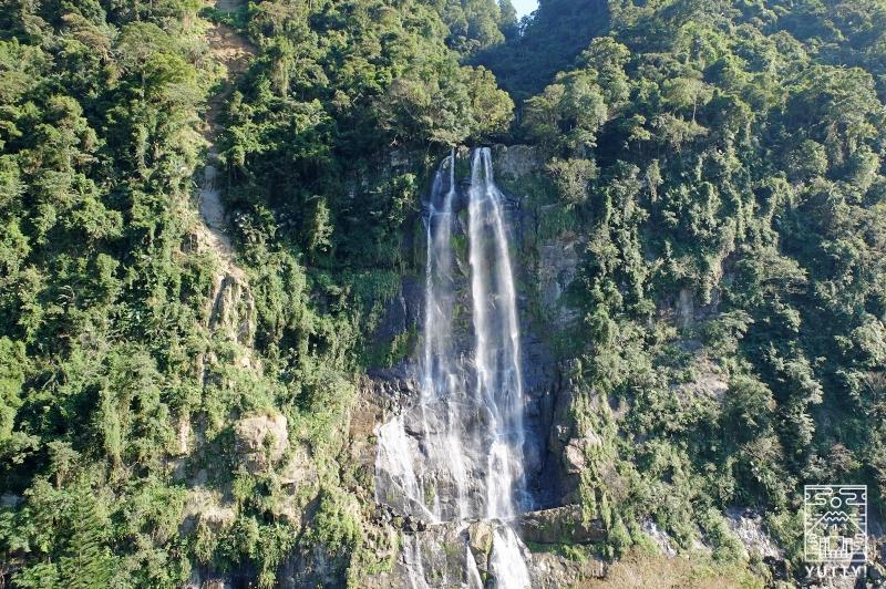 台湾一の滝「烏来瀑布」を正面から撮影した写真