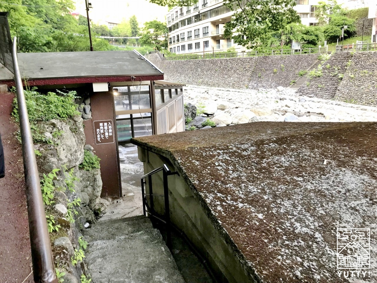 薬師の湯の入口の写真