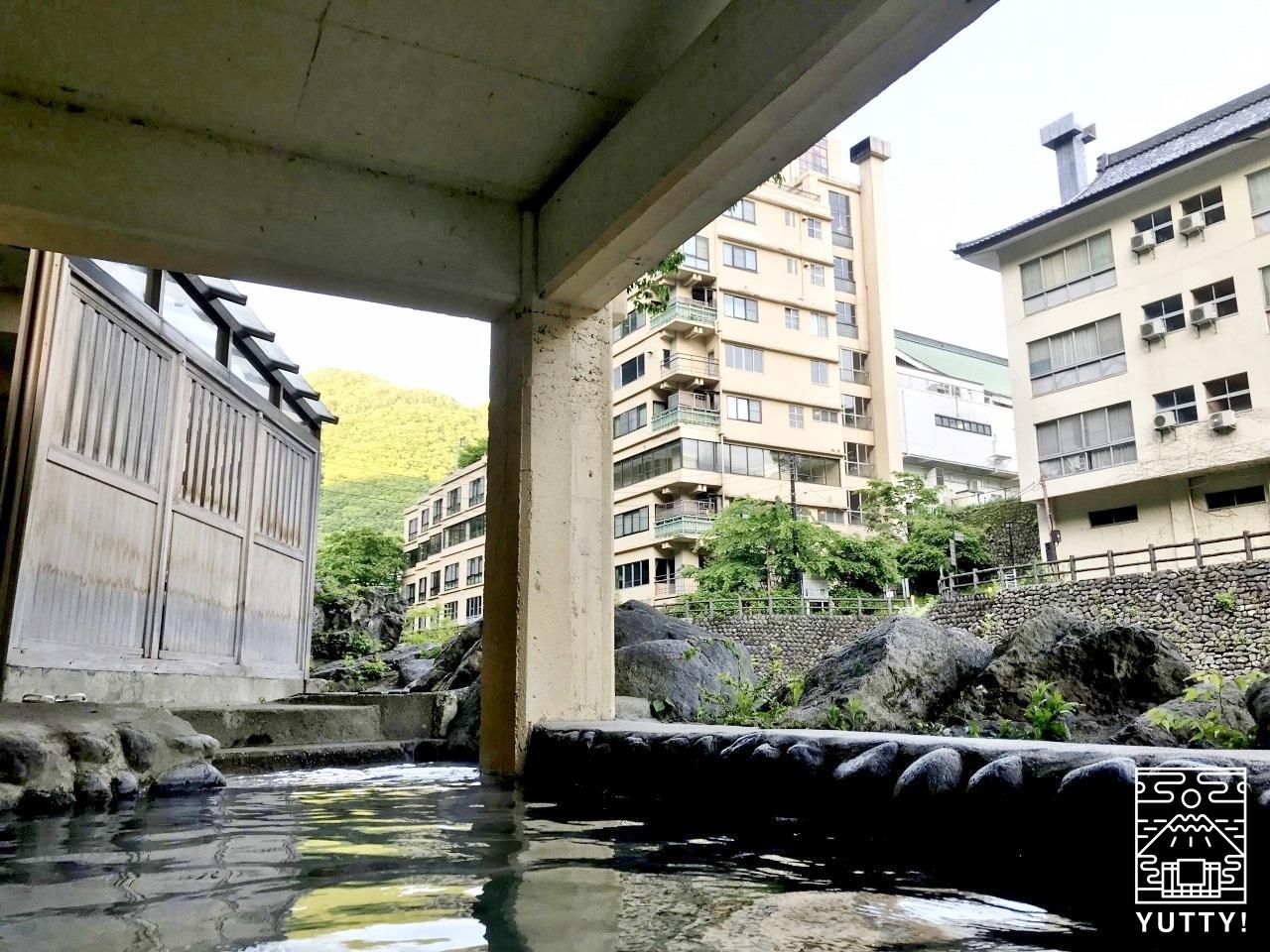 薬師の湯 露天風呂からの眺望の写真