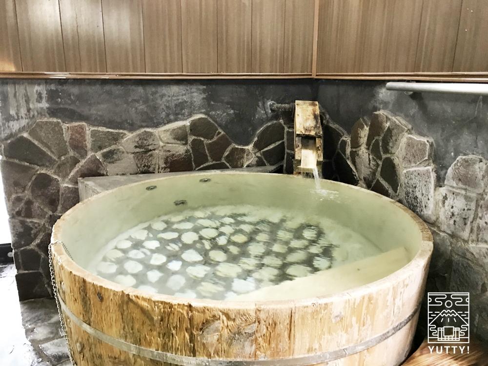 厚木 元湯旅館の渓流風呂2