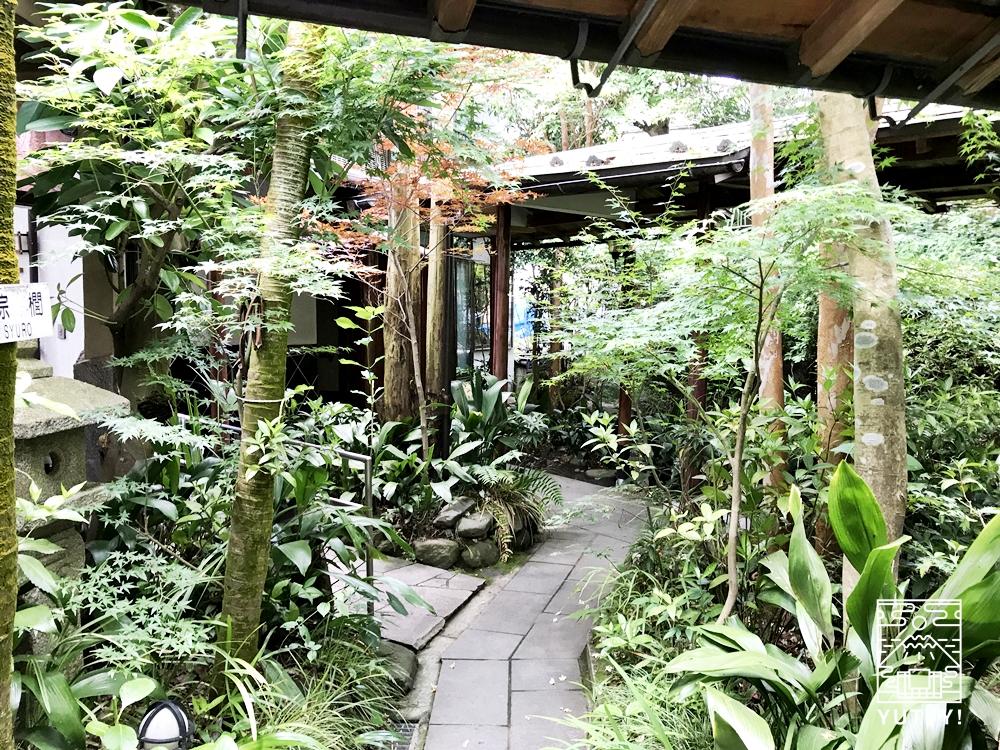 厚木 元湯旅館の庭園3
