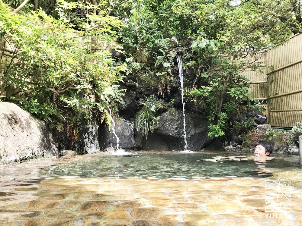 厚木 元湯旅館の露天風呂1