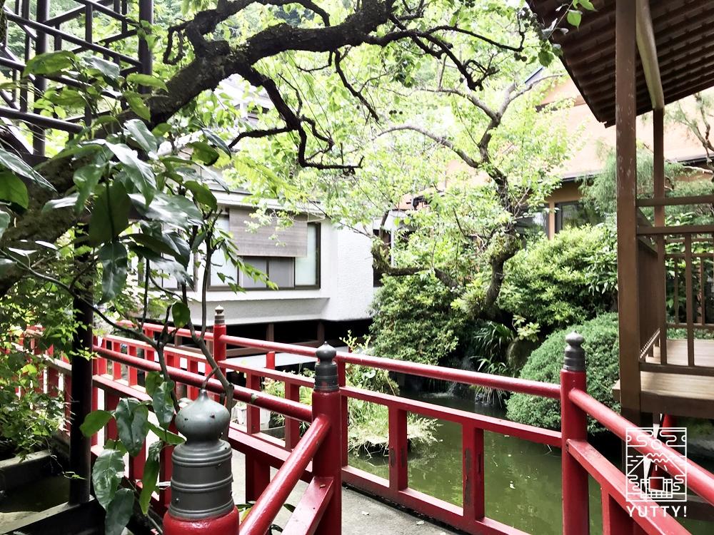 厚木 元湯旅館の庭園1