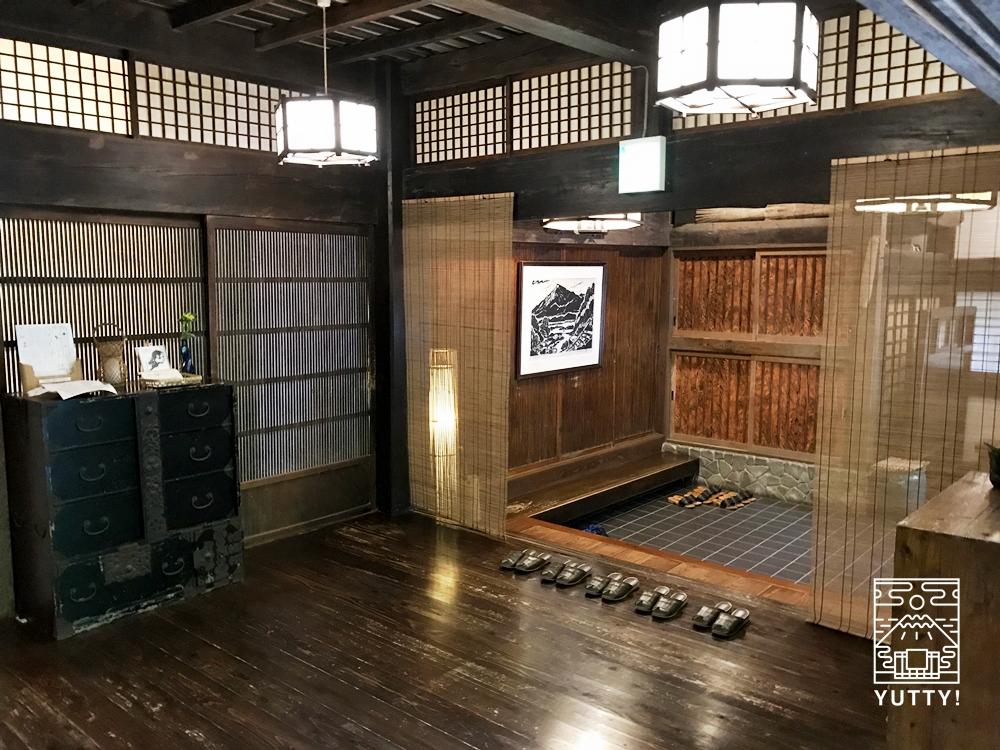 七沢温泉元湯玉川館の玄関