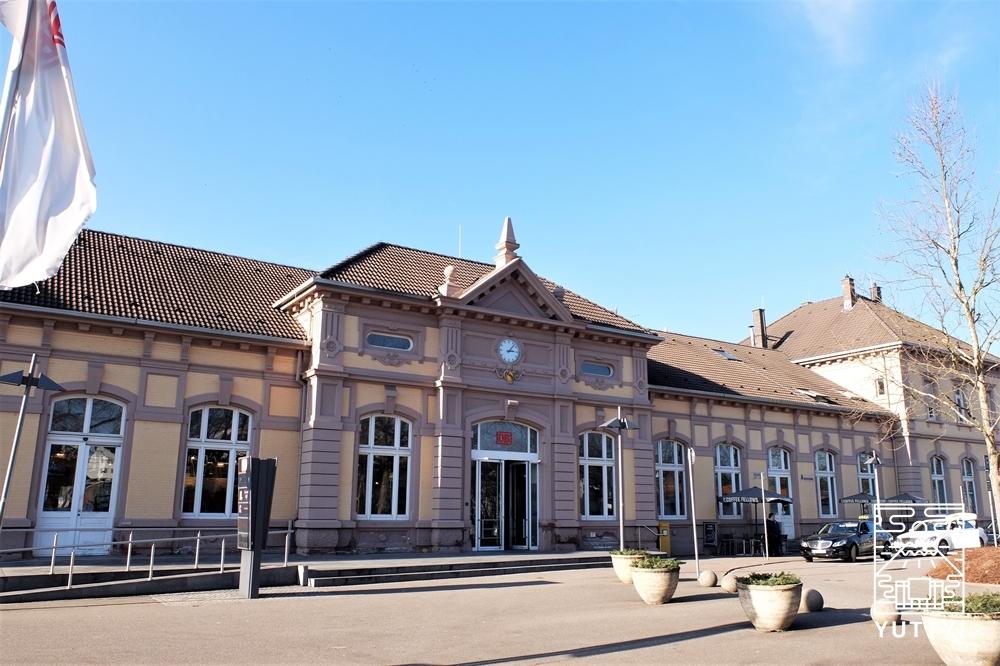 バーデン=バーデン駅の外観の写真