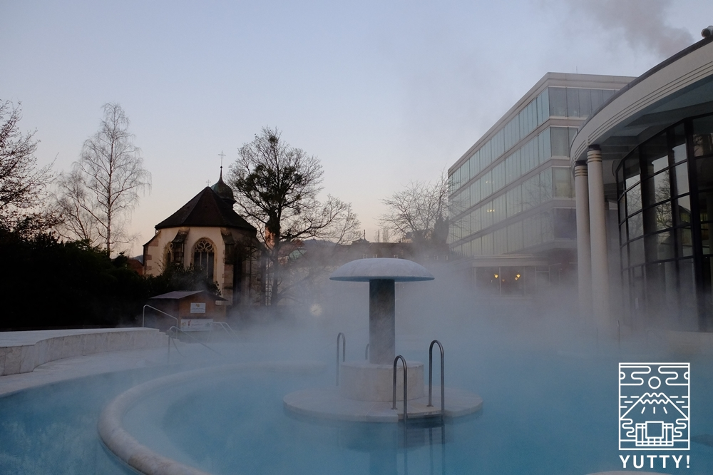 カラカラ浴場の大理石の温泉プールの写真