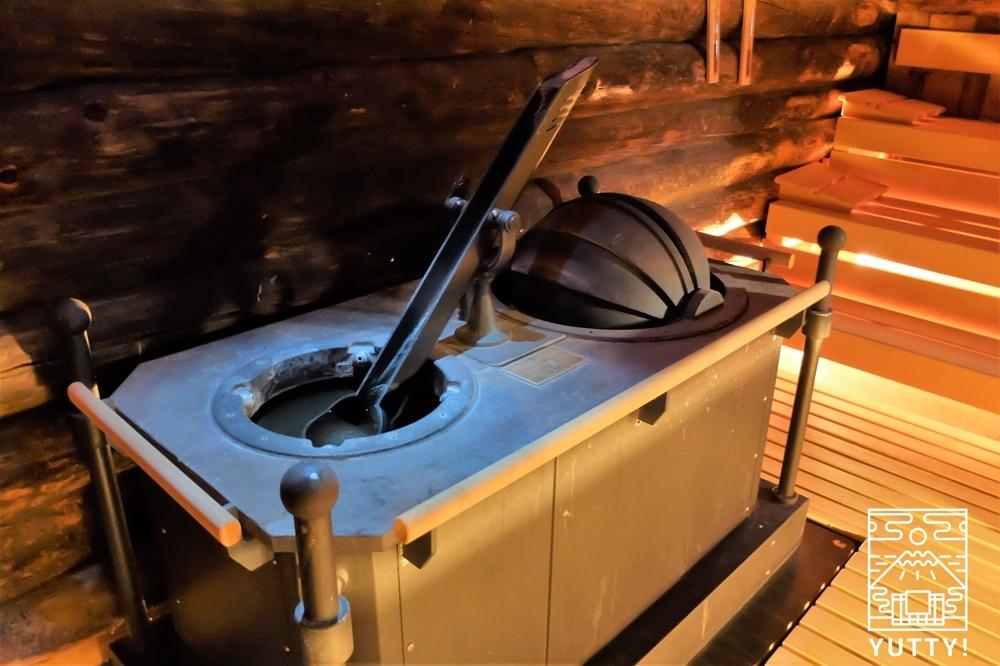 カラカラ浴場のフィンランド風サウナの自動ロウリュ機の写真