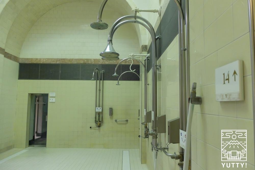 フリードリヒス浴場のシャワールームの写真