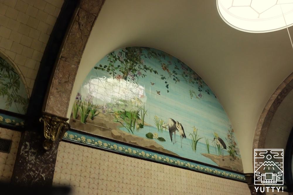フリードリヒス浴場のサウナの壁面の写真