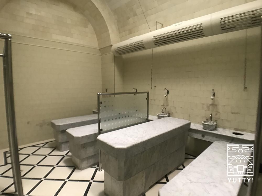 フリードリヒス浴場のマッサージルームの写真