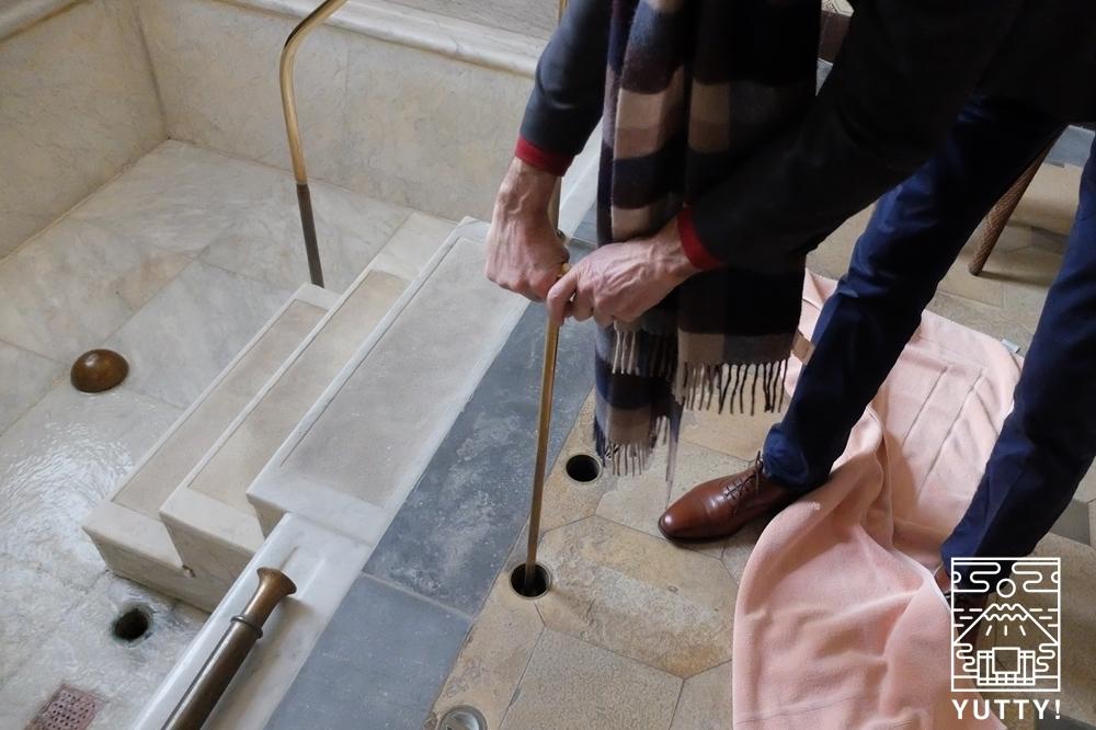 フリードリヒス浴場の貸切風呂のお湯を出す所の写真