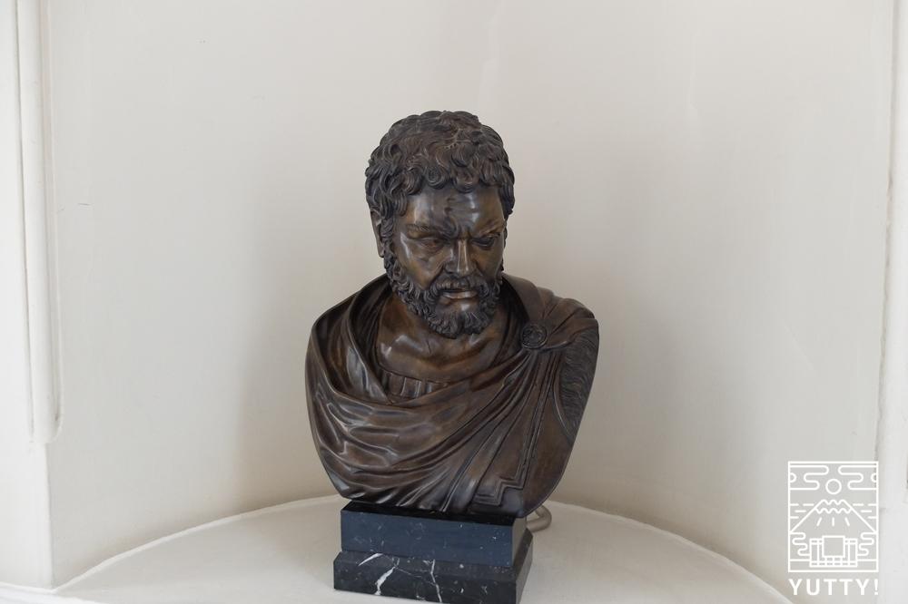 フリードリヒス浴場のフリードリヒ大王の石像の写真
