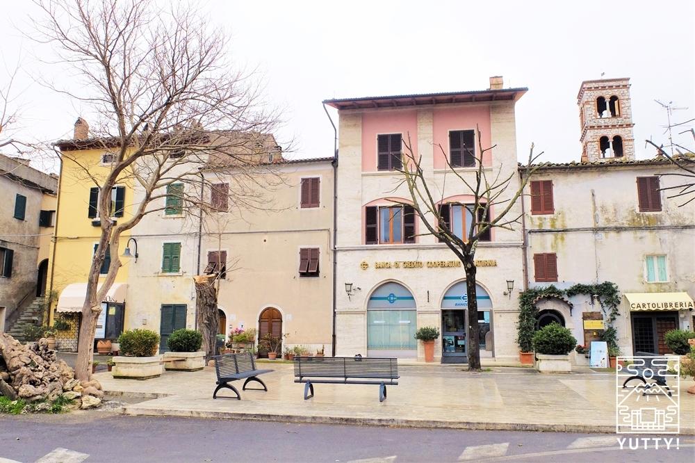 サトゥルニア村の街並みの写真