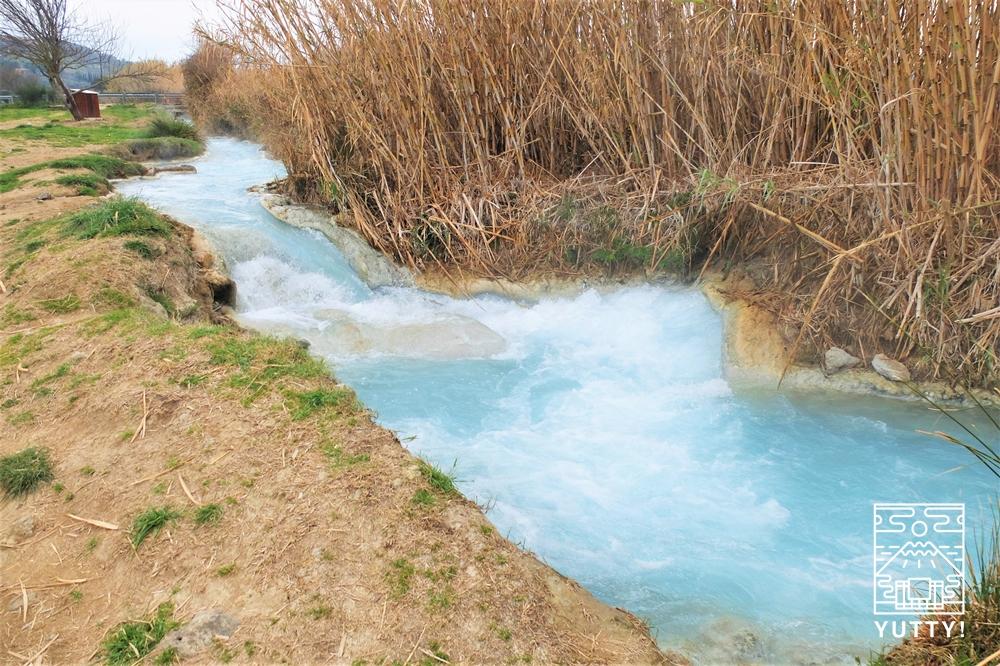 サトゥルニア温泉の川の写真