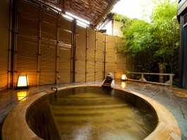 湯布院 檜湯船の写真