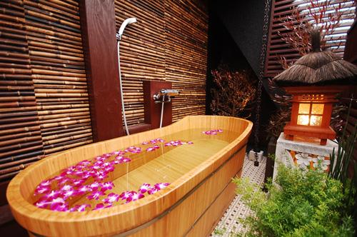 ラブホテル バリアンリゾート錦糸町店 空が見える露天風呂