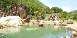 日本随一の広さを誇る露天風呂 佳留萱山荘