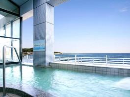 露天風呂からは三浦半島や富士山をも望むことができる休暇村館山