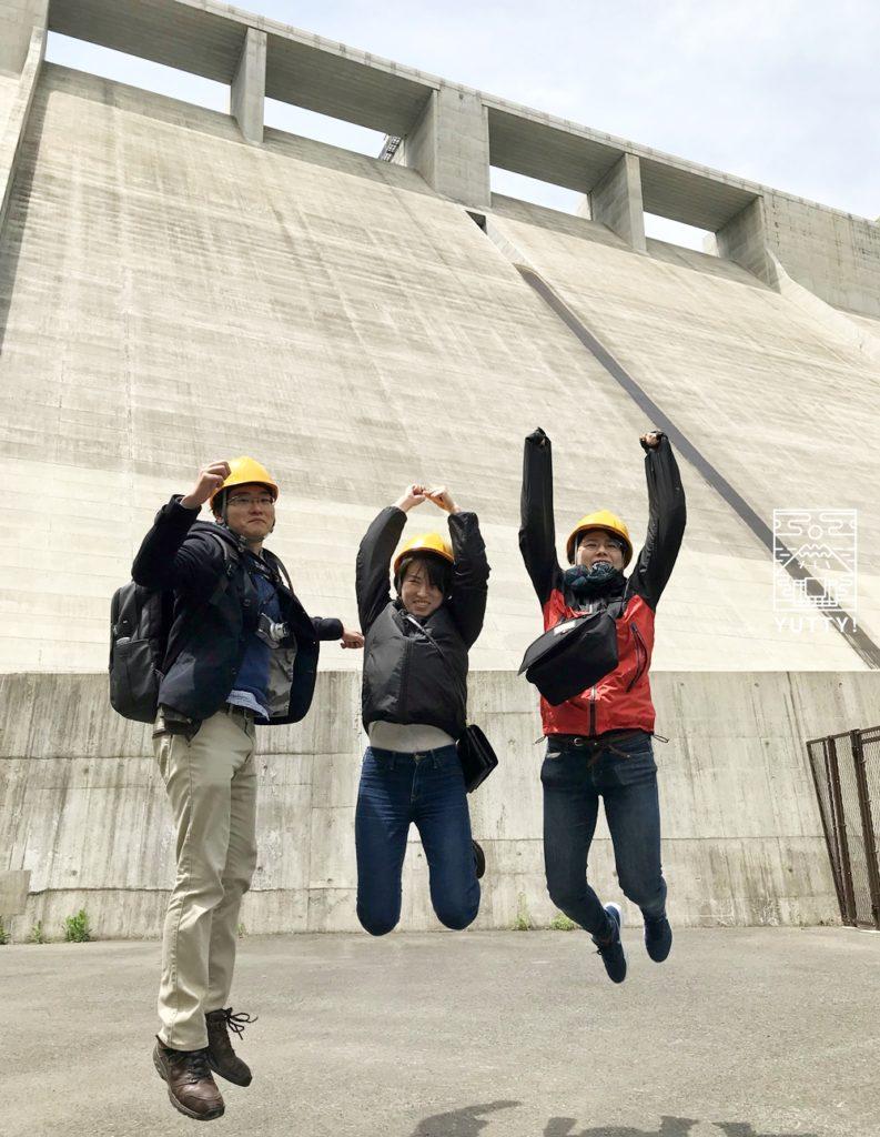 ダックツアーによる湯西川ダム見学を楽しんでいる写真